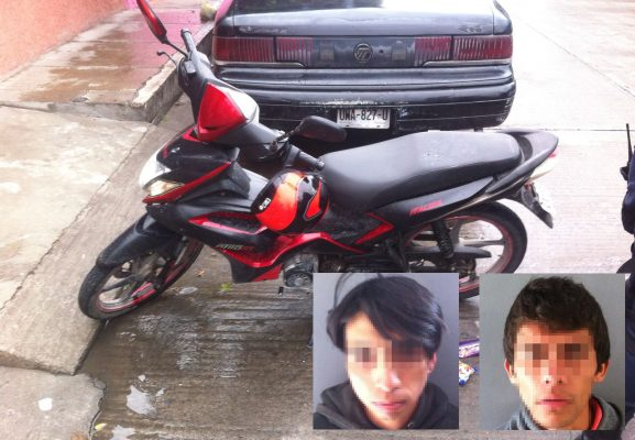Detienen a jóvenes a bordo de una moto robada