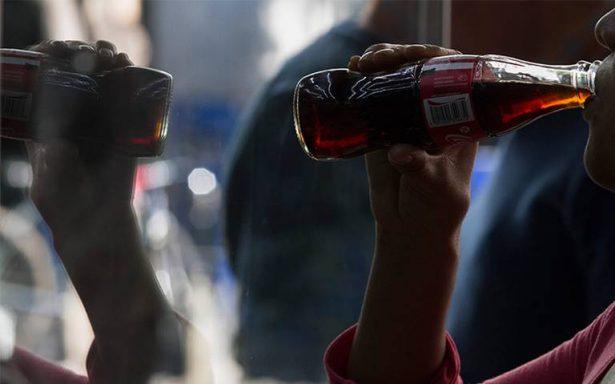 Impuestos no evitan que la gente siga consumiendo refrescos