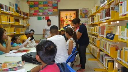 Regularizan estudiantes en bibliotecas municipales