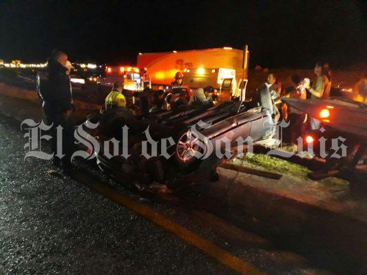 Tres muertos por volcadura en carretera México