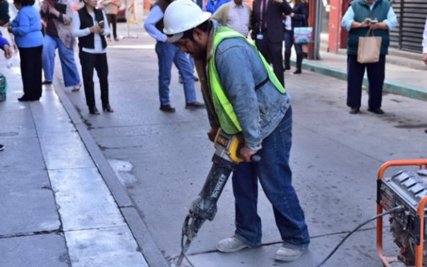 Aceleran trabajos en calle 5 de Mayo