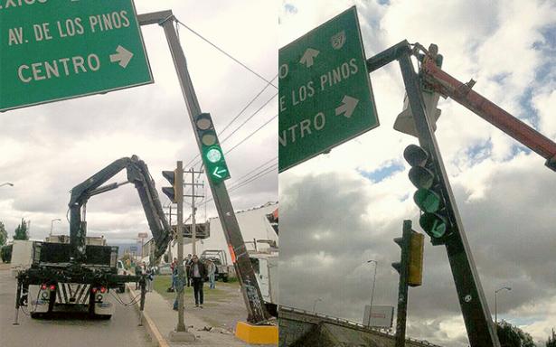 Reparan semáforo de carretera a Matehuala