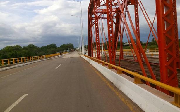 Cierran la vialidad en el Puente de Fierro en Rioverde