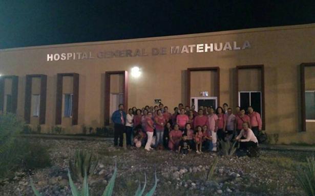 Iluminan de rosa el Hospital General de Matehuala