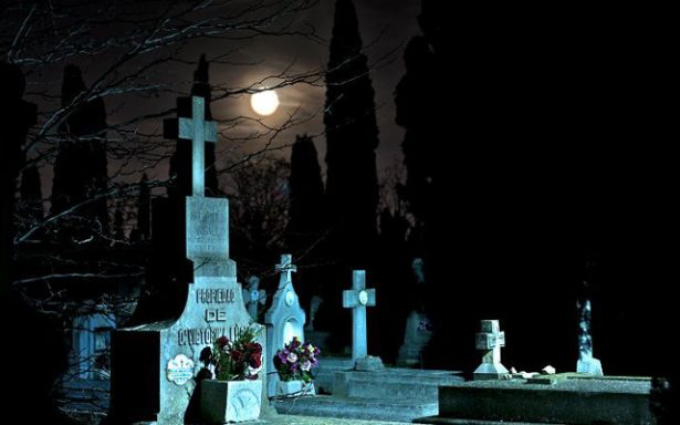 Invitan a sexto recorrido nocturno por panteones