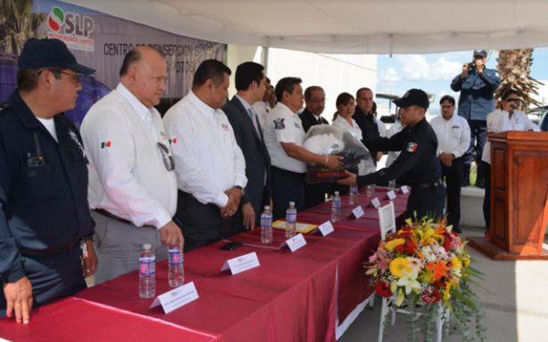 Entrega SSPE uniformes al personal de seguridad penitenciaria en el estado