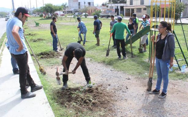 Millennials se suman a campaña de reforestación urbana en Matehuala