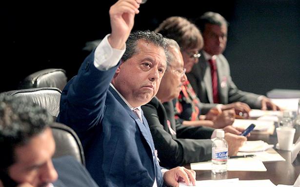 Comisión Jurisdiccional aprueba desafuero de Enrique Flores