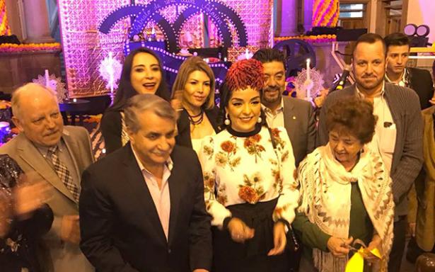 Ayuntamiento inauguró altar de muertos en homenaje a Lupe Vélez