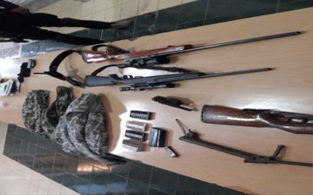 Arrestan a civil por portar cartuchos útiles y ropa tipo militar