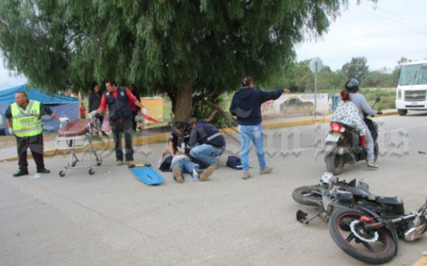 Conductora arrolla a motociclista
