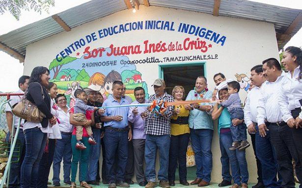 Inaugura SNTE aula de educacion indigena bilingüe en Coaxcotitla