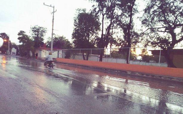 Se inundó entrada principal de escuela Secundaria Técnica 40