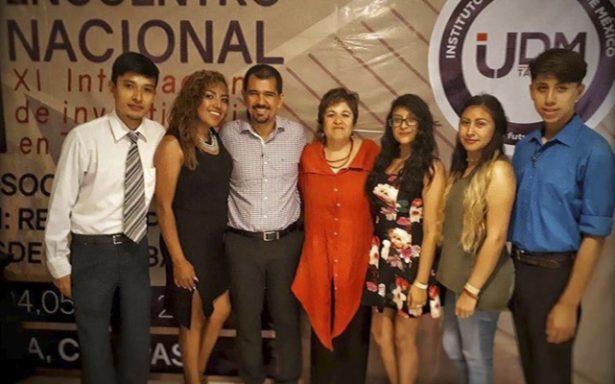 Estudiantes participan en Congreso Internacional de investigación en trabajo social