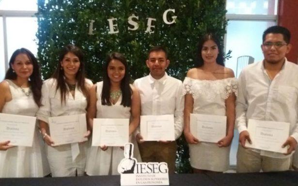 Culminan diplomados en Organización de Eventos y Bodas en el IESEG