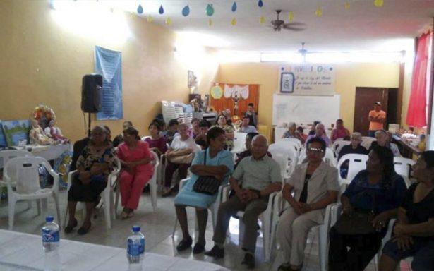 Adultos mayores del INAPAM recibieron constancias de estudios de nivel básico