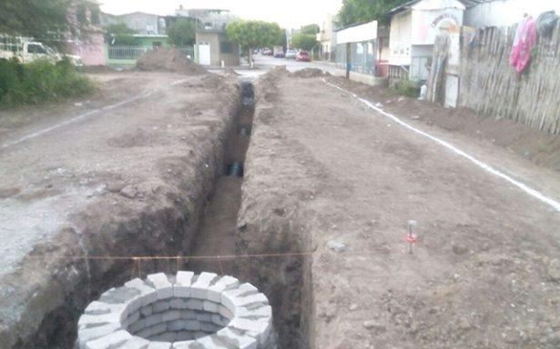 Llevan a cabo construcción de calle 05 de febrero