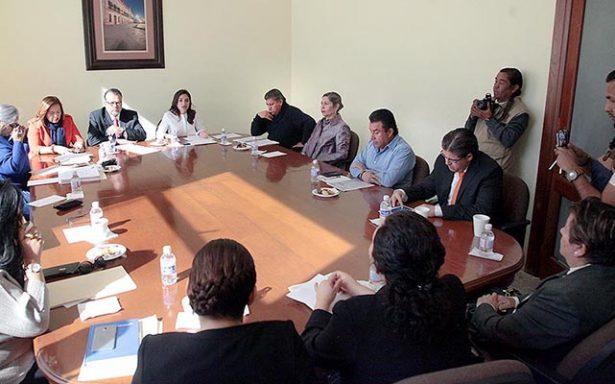 Se reúnen con diputados, los aspirantes a fiscales