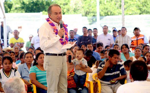Apoya Juan Manuel Carreras educación en la Huasteca