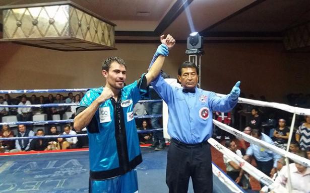Rómulo Koasicha logra la victoria en Gala de Box en SMA