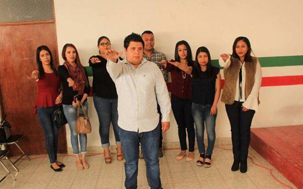 Rinden protesta dirigentes municipales de las redes de jóvenes priistas