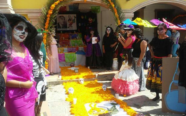 """Delegaciones preservan las tradiciones de """"Día de muertos"""""""