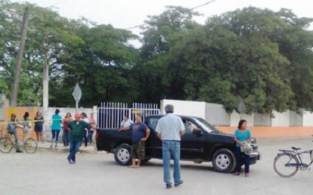 Un riesgo el paso de trailers y camiones frente a escuela en Tamuin