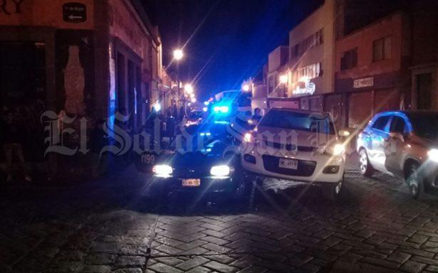 Choque entre taxi y camioneta en la Zona Centro