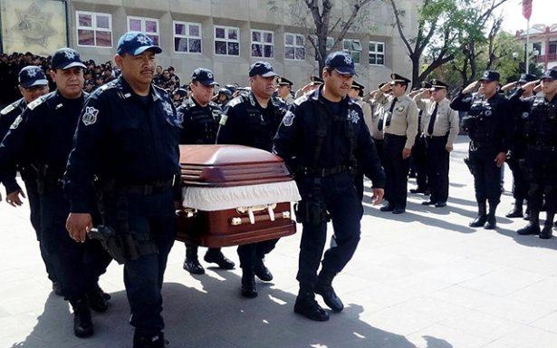 Rinden homenaje a policía estatal asesinado durante robo