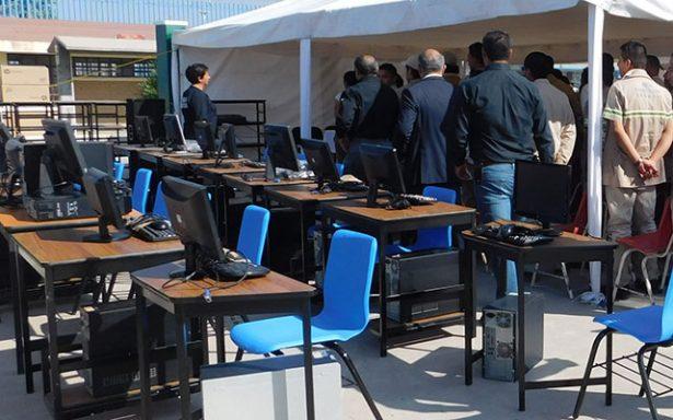 Fortalecen espacios educativos en el Penal de La Pila con equipo de cómputo