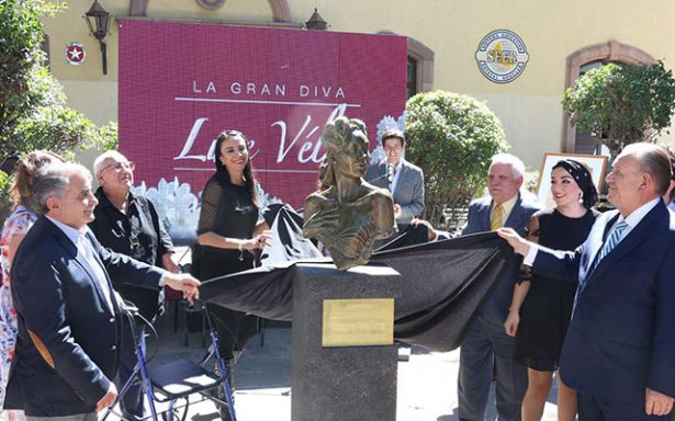 Develan busto en memoria de Lupe Vélez