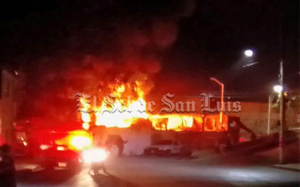 (VIDEO) Impresionante incendio en la San Luis Rey