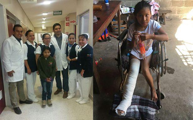 Catalina, niña indígena de Tamazunchale vuelve a caminar