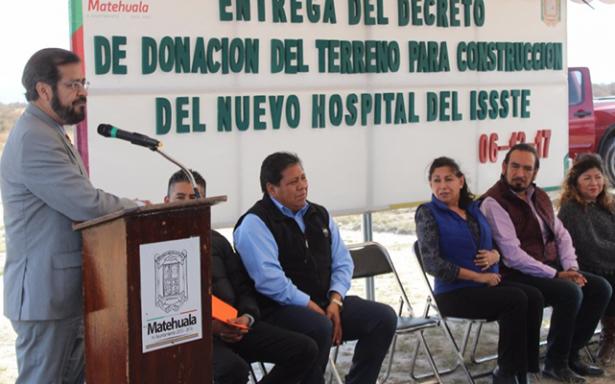 Concretan donación de terreno para nueva clínica del ISSSTE