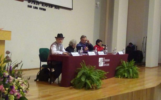 Elena Poniatowska asiste a mesa de diálogo de COLSAN