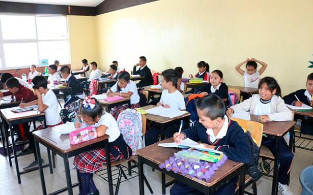 Ropa abrigadora y horario más tarde en escuelas municipales