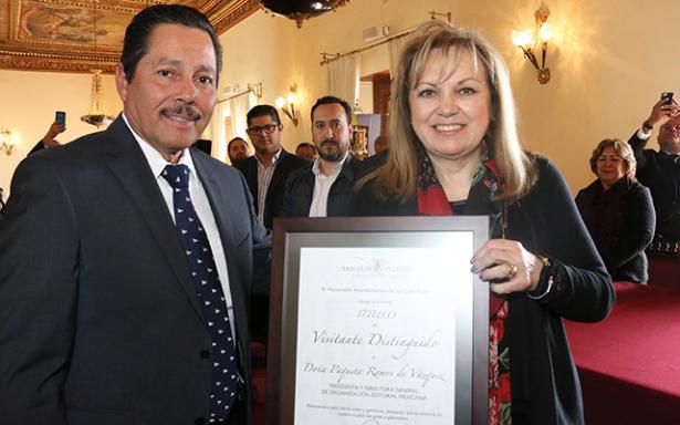 """Declara Ayuntamiento """"Visitante Distinguida"""" a Paquita Ramos de Vázquez"""