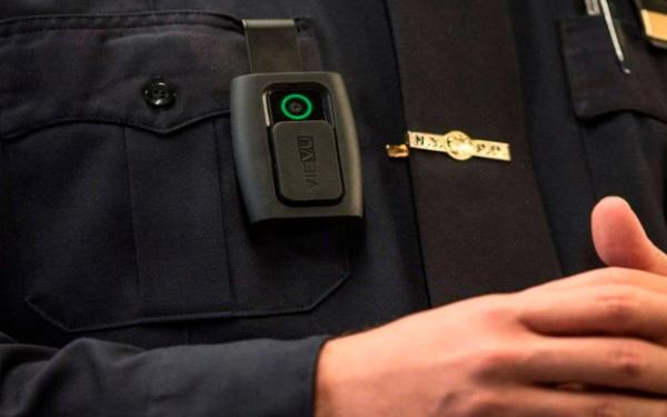 Menos quejas contra policías municipales al usar cámaras de solapa