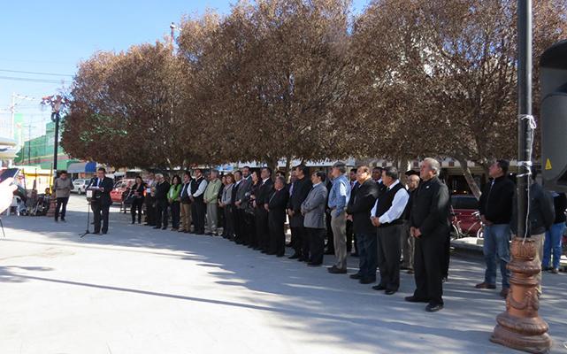 Concurrido acto cívico en la Plaza Juárez