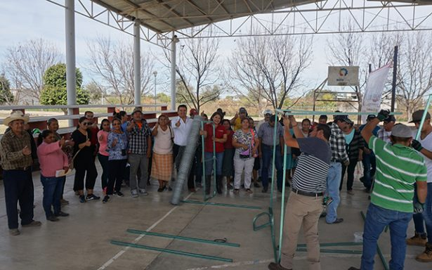 Entregaron corrales y gallinas para beneficiar a 50 familias fernandenses