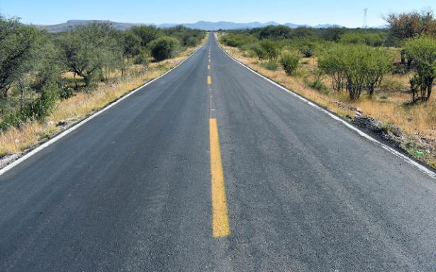 Avanzan obras de rehabilitación en 25 caminos del estado