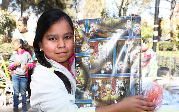 Delegación de Villa de Pozos comparte Rosca de Reyes con familias