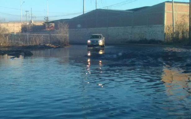 Aguas negras taparon el drenaje en Los Magueyes