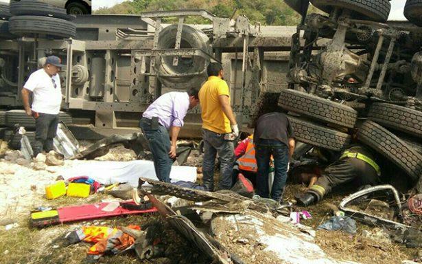 Dos prensados en carretera Rayón-Valles