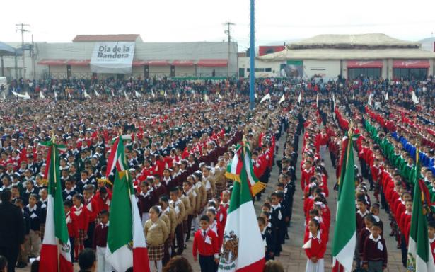Más de 5 mil alumnos realizan juramento a la Bandera