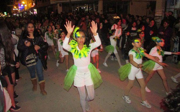Deslucido resultó el desfile de Carnaval de Matehuala