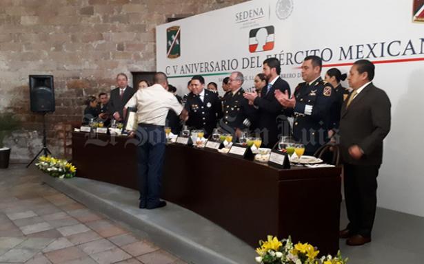 La sociedad cuenta con un ejército leal y comprometido: General Salas Ávila
