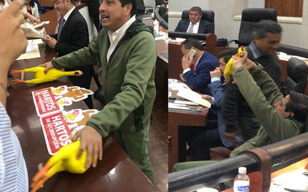 """Ante ataques a la """"gallardía"""", PAN-PRD revientan sesión del Congreso"""