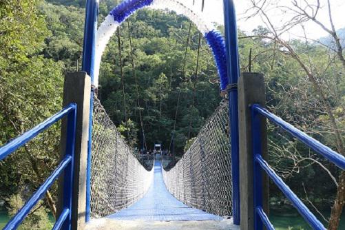Esperaron 30 años para contar con un puente y estar comunicados