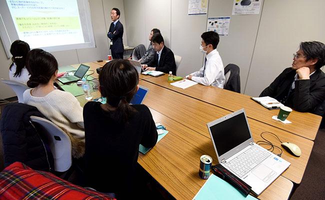 "Promueven el viernes social para los ""godinez"" japoneses"